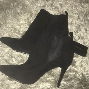 Stiletto booties ~ new ~ 👠 blk suede